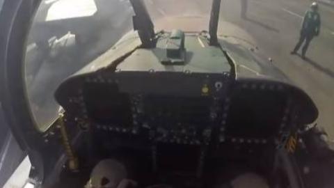 第一人称视角带你体验航母舰载战斗机飞行员。