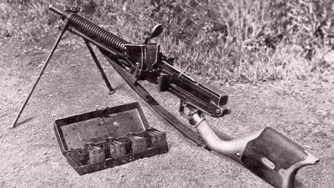 【抗日蕉易·第032期】歪把子机枪,配五个弹夹,每个装弹30发!