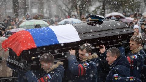 烈士葬礼,10万俄罗斯人零下酷寒送行,这点俄罗斯给中国上了一课