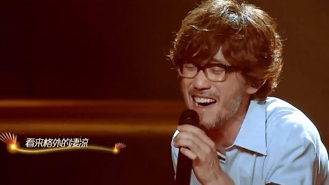 最近他的歌再次刷屏,被很多人翻唱,网友:还是原唱最有味道!