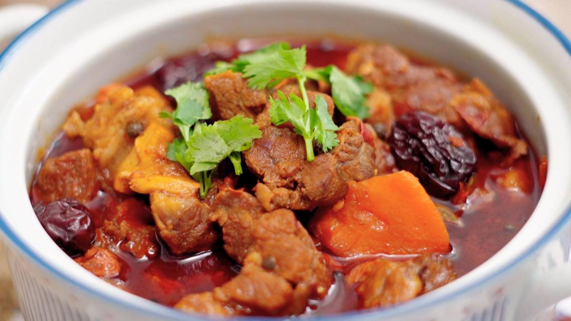 红焖羊肉这样做,不膻不腻,肉嫩鲜美巨好吃!