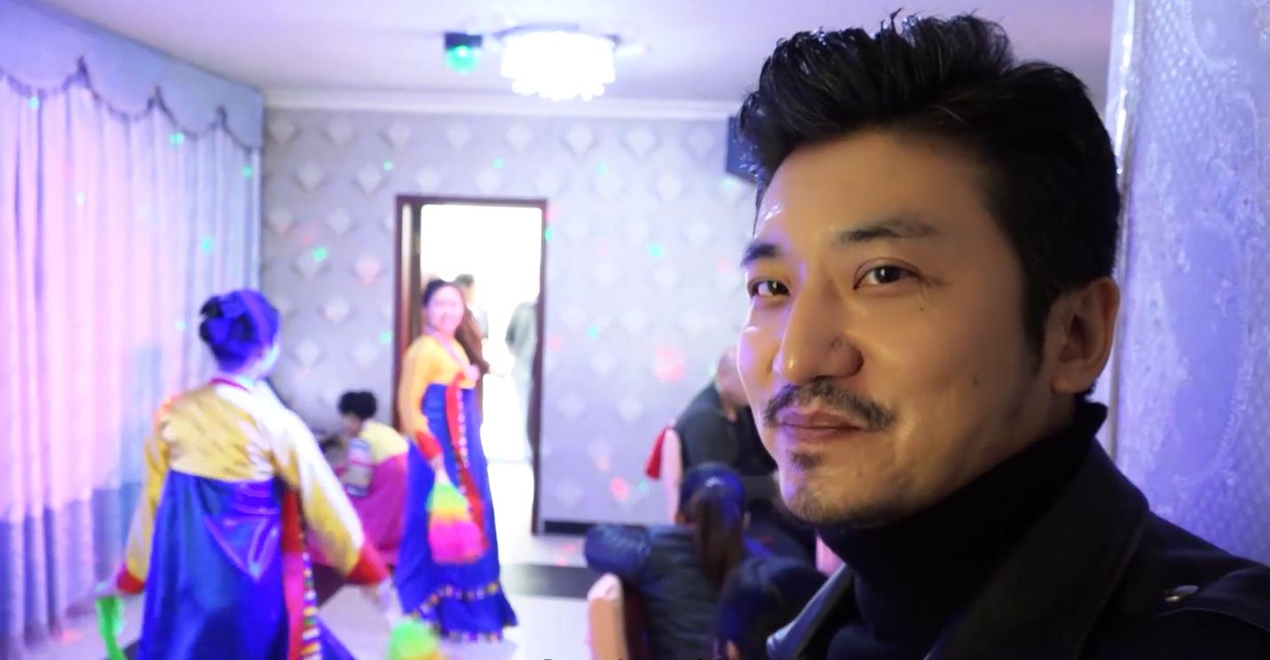 雷探长在北韩餐厅听当地女孩演唱中国歌,看看你会唱几首?