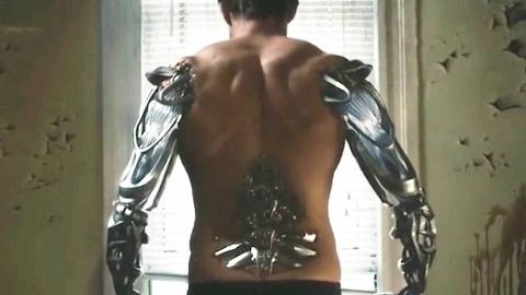 男子服用神奇药水后,长出肌肉力大无穷,身体却慢慢变成机械