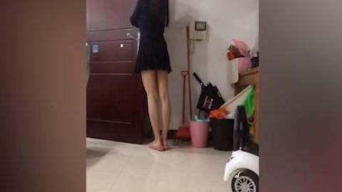 搞笑GIF锦集第277期:妻子等候老公下班回家的一幕