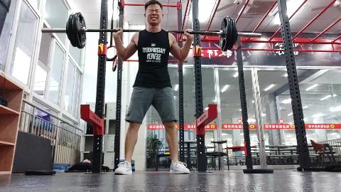 能做75kg自由深蹲了,在健身的级别里是不是从新手到入门了?