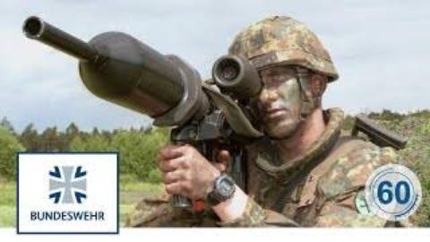 """铁拳3""""碉堡克星""""火箭筒——德国国防军60秒军教片(德文)"""