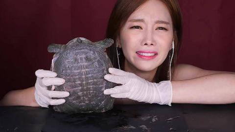"""韩国主播素英教你:""""中式炖甲鱼""""的家常做法,味道很赞!"""
