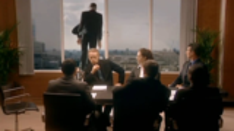 公司亏损破产被调查时,老板开窗纵身一跃的样子像极了跳楼