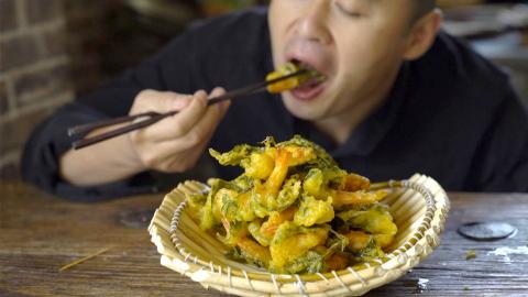 厨男王一刀:用薄荷和虾做了个菜,大哥说嘎嘎酥,大嫂说真漂亮,到过年的时候,我就做这个,又好看又好吃