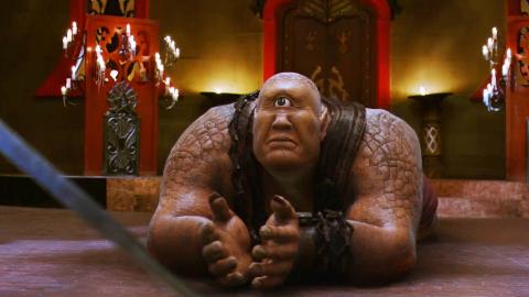 小伙带着剑去魔族复仇,独眼巨人认出他是主人,一部魔幻动作电影