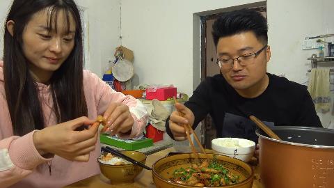 两斤油焖大虾,一锅米饭,大sao换个形象被嘲讽,必须吃顿好的