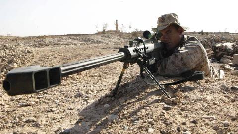 3450米!加拿大狙击手一枪毙敌创纪录,子弹足足飞行10秒才命中