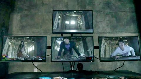 4个人被困高温密室,被迫直播答题,有人因没答对题而被高温烧死