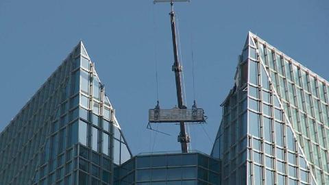 【每日药闻】最危险的职业之一,外墙清洁工在高楼顶被风摇了半个小时