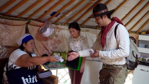 中国小伙假装日本游客,试探蒙古国人态度有什么变化,反差明显