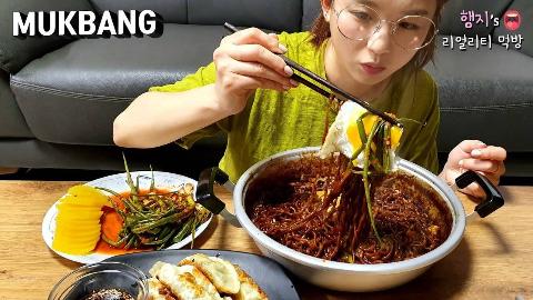 Hamzy韩国小姐姐真实吃播:) 加入松茸的炸酱拉面.......FLEX ★ ft.煎饺,小葱泡菜