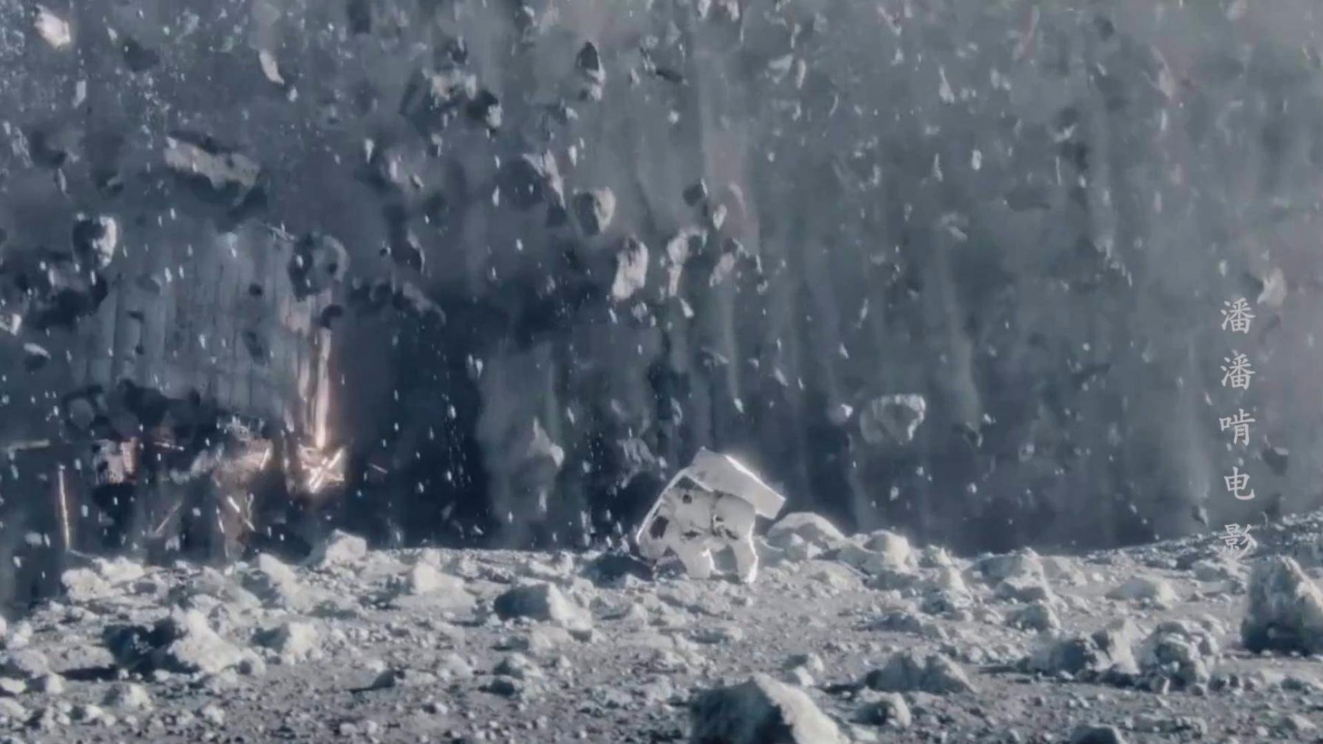 富翁隐居月球一年,只为躲避魔鬼的追捕,几分钟解说科幻短片《月球追捕》