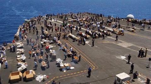 美军航母官兵可以钓鱼,还能下海游泳,为何中国不允许?