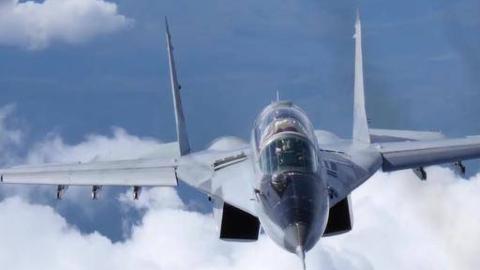 机场保卫者!保加利亚与波兰空军米格-29战斗机编队飞行