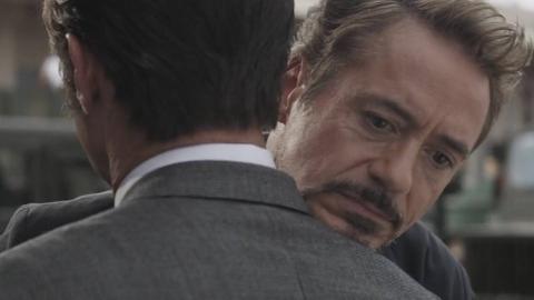 《复联4》中,钢铁侠回到过去,见到父亲后的拥抱太心酸