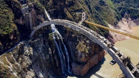 中国最难工程!他们从青春熬到了白头 14公里隧道挖了11年仍没通