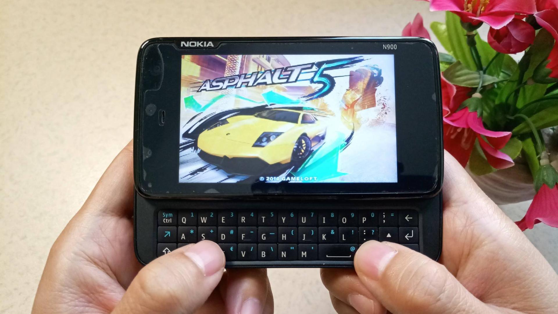 Maemo系统小众手机,诺基亚10年前超强MID设备N900玩《狂野飙车5》