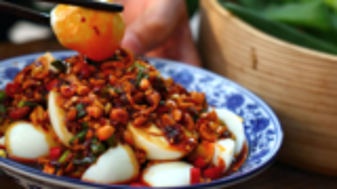 王一刀:普通的白水煮蛋,有了这碗秘制酱汁的加入,立刻变成美味
