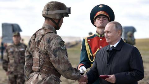 解放军1600人赴俄参加军演,中国军队走出国门后学到了什么?
