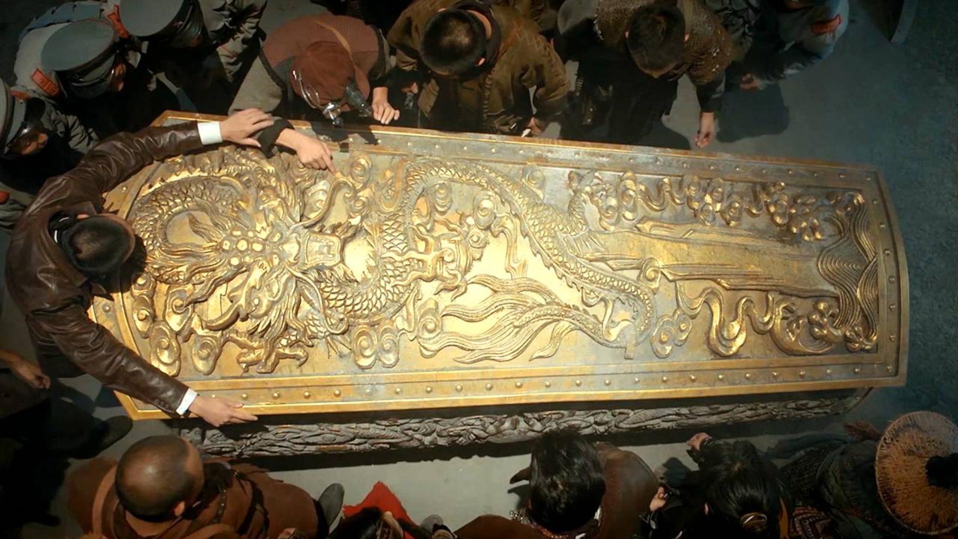 沉睡已久的金棺,千年后被人类发现,里面躺着的不是人类
