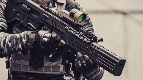 【讲堂482期】详解TAR-21突击步枪,造型科幻,以色列又一外星科技