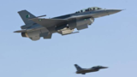 老萨米原型?巴基斯坦空军参谋长亲自驾F-16战机参加国庆阅兵