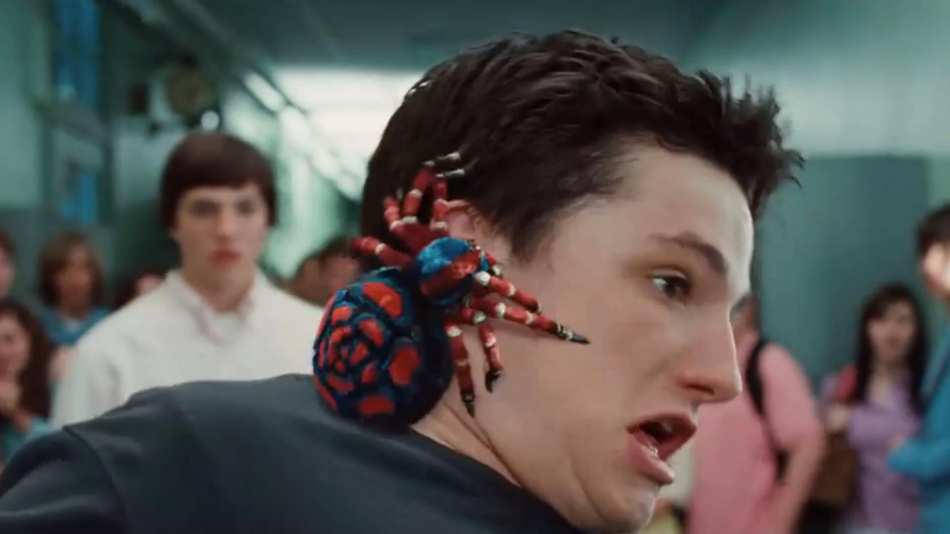 男孩被蜘蛛咬后,没有变成蜘蛛侠却变成了吸血鬼,搞笑吸血鬼电影