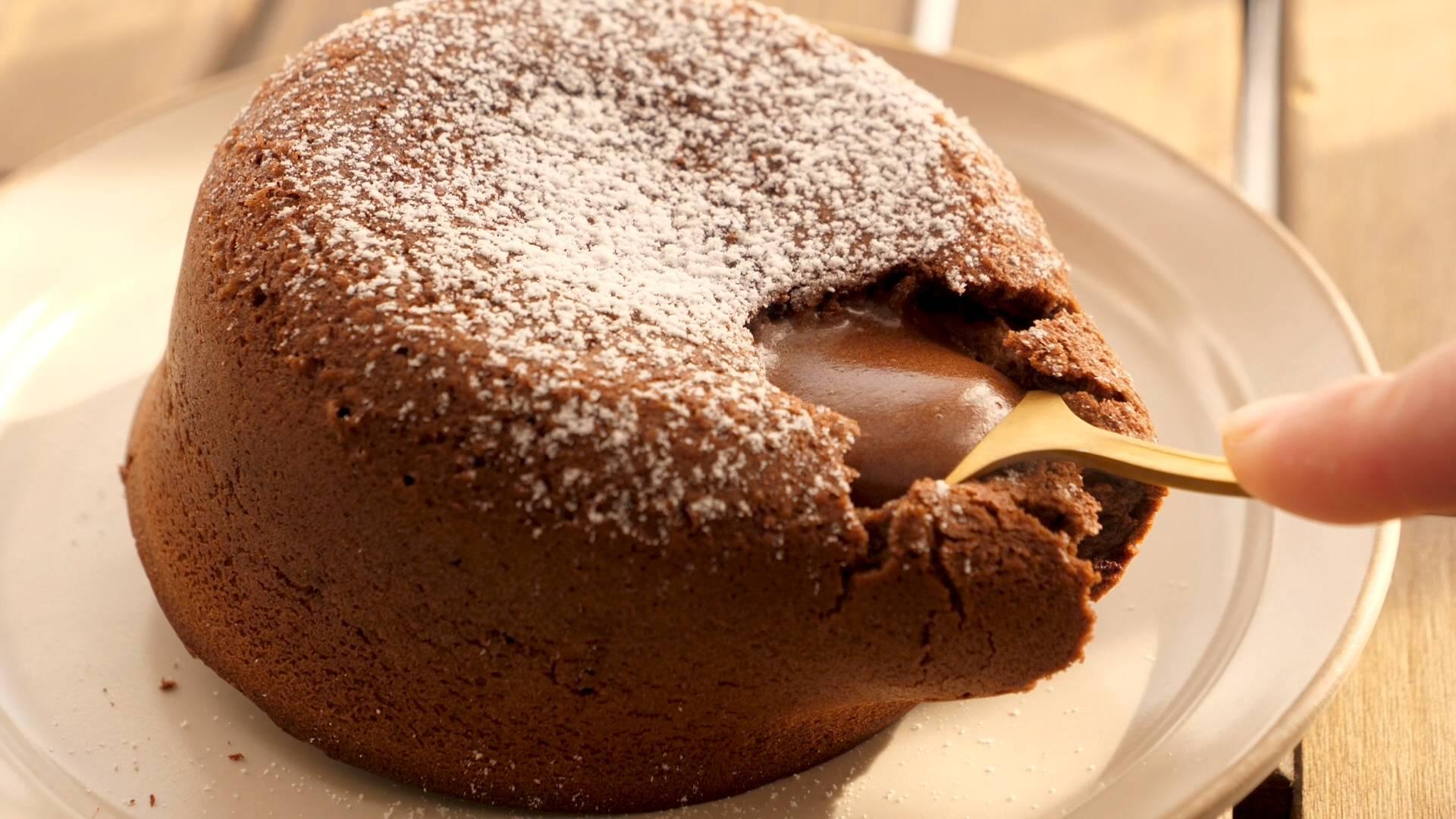 教你自制巧克力流心蛋糕,一勺下去,巧克力就流出来了,太爽了