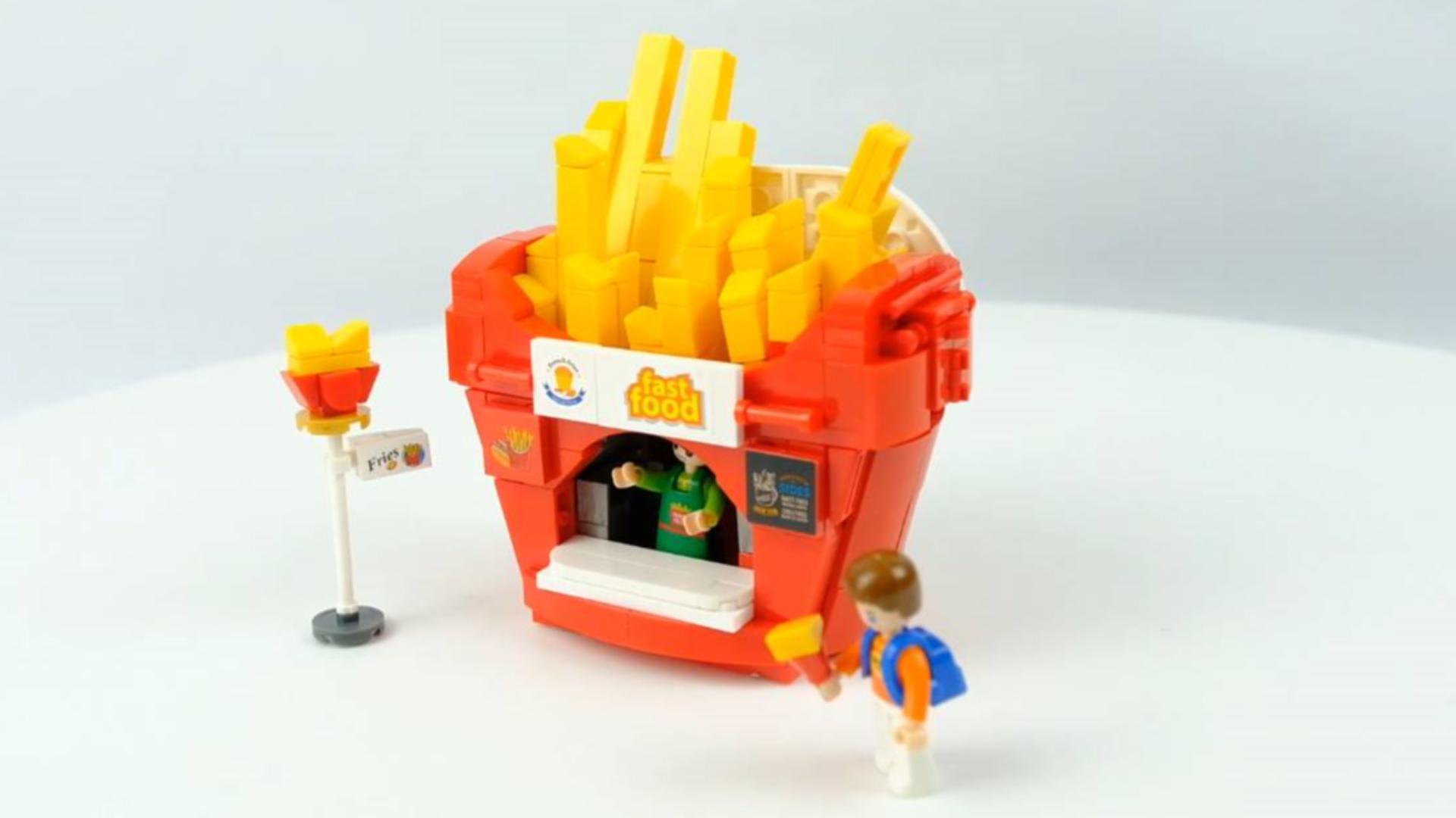 用积木还原的美食:不能吃的薯条,打开还能变成漂亮的售货亭