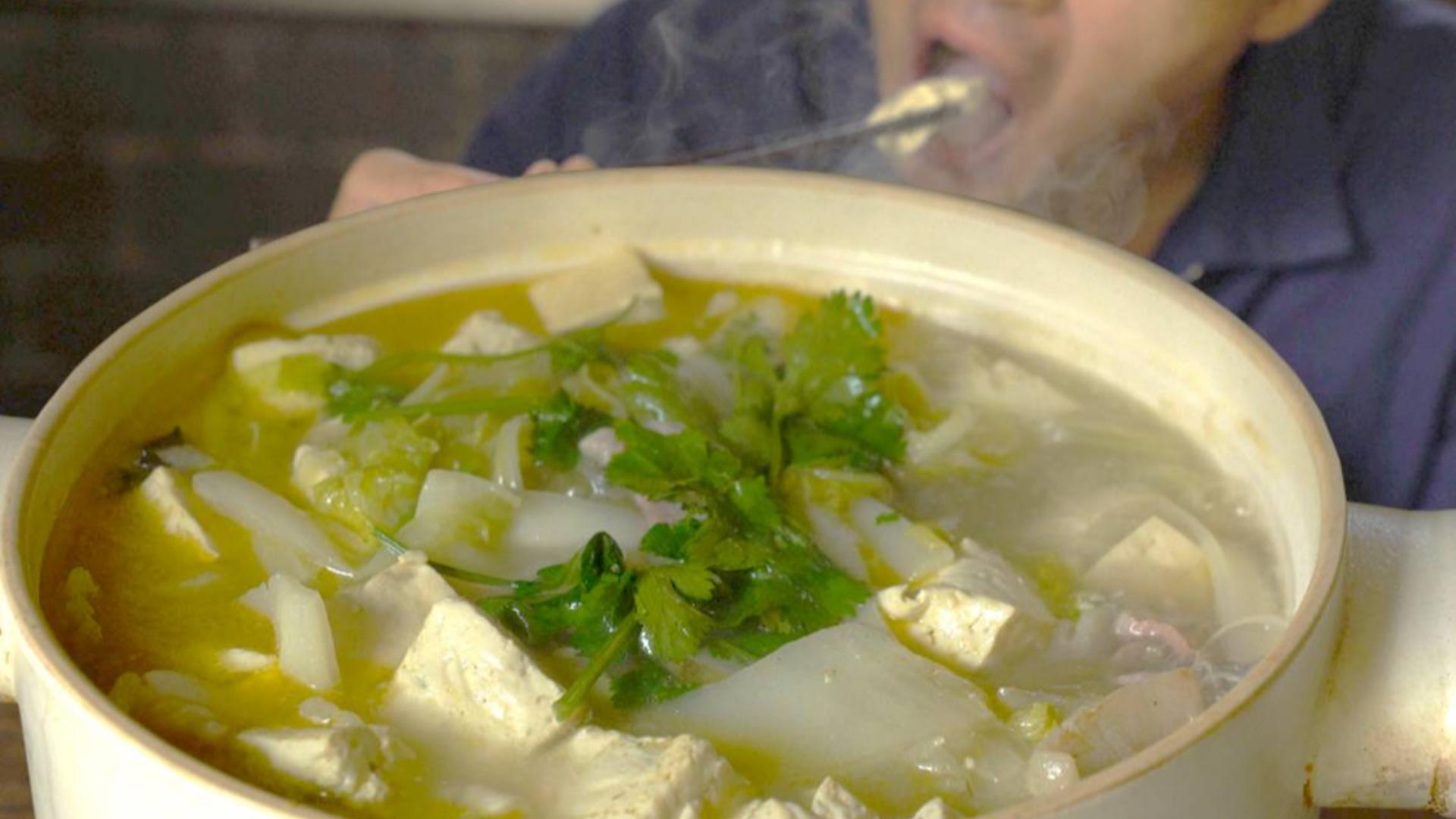 王一刀:大白菜放在砂锅里,加点豆腐和粉条,一年四季也吃不够