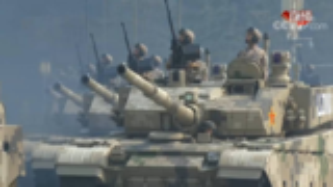 沙漠涂装99A坦克首次亮相阅兵式:主炮2000米开外击穿700mm装甲