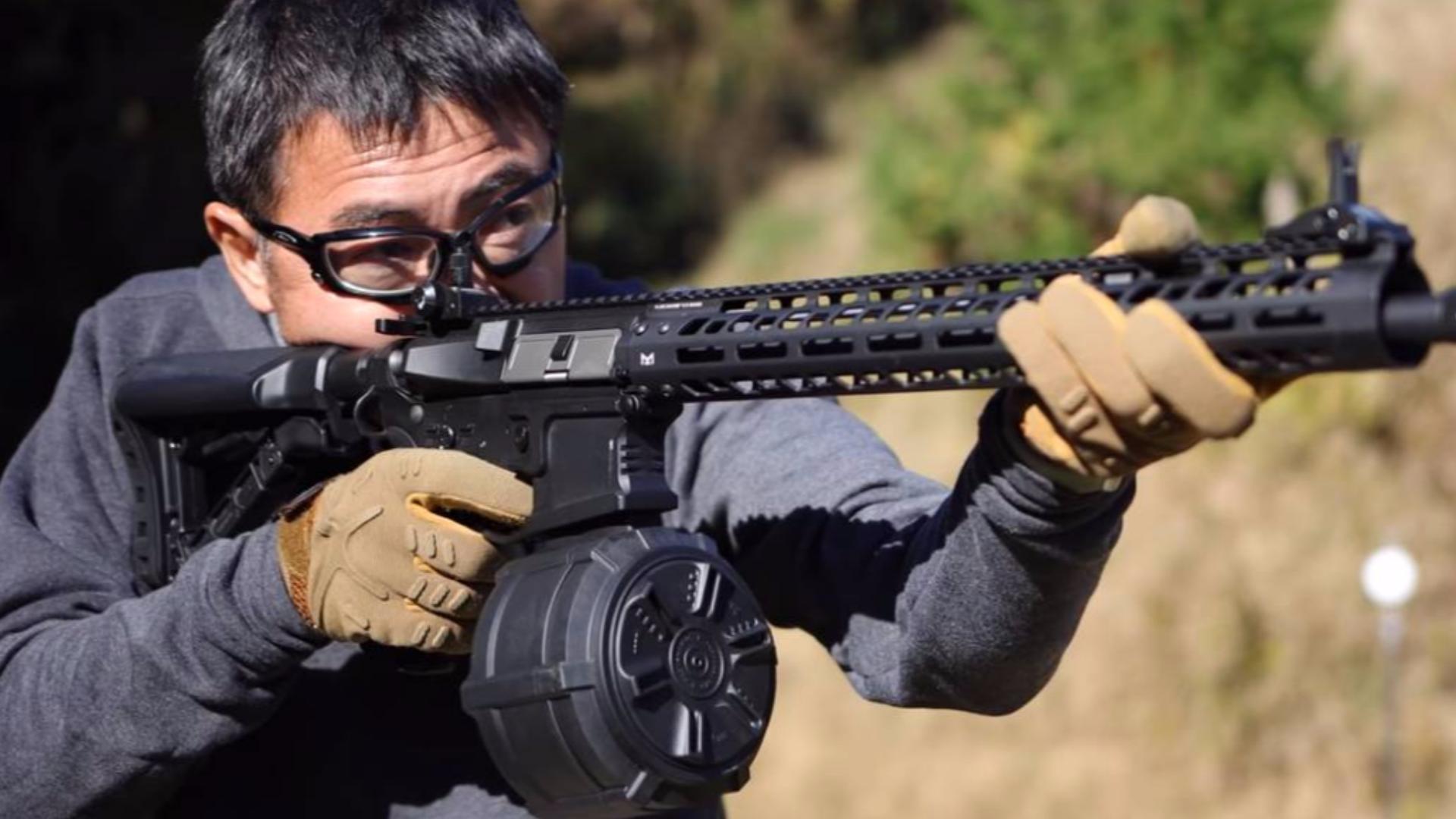 M4 2300连续鼓杂志+G&G TR16 MBR556WH电动枪麦克堺气枪