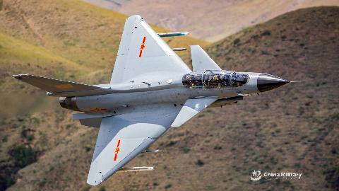 霸气!中国空军超低空突防训练,阿根廷就用这招击沉了英国军舰