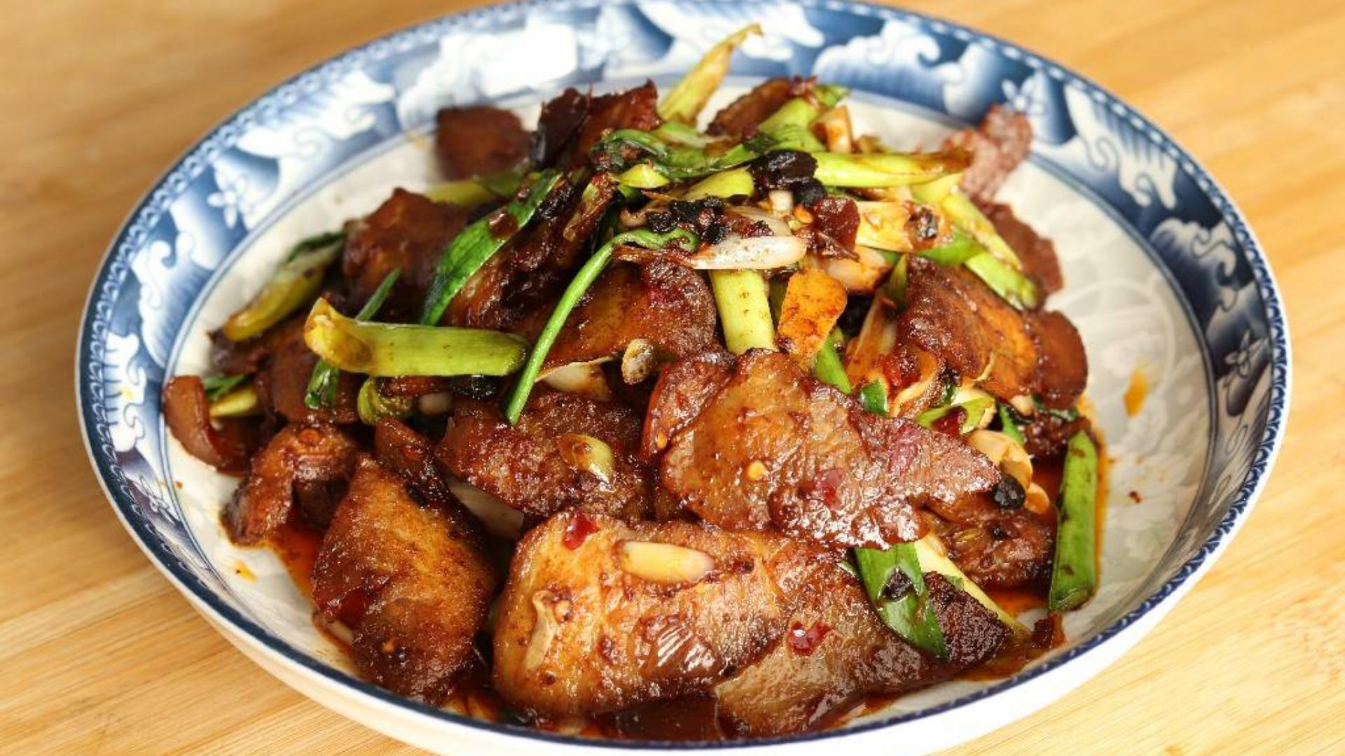 大厨教你回锅肉的正确做法,香辣下饭,肥而不腻,炒一盘吃过瘾了