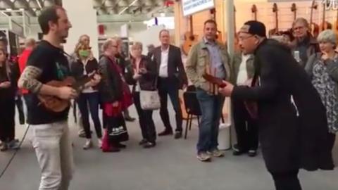 中国古典乐器与德国艺术家斗琴场面火爆,天籁之音,难得一见