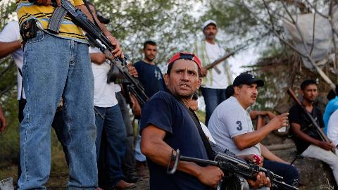 10万毒贩对抗13万军队,装备比军队还精良,墨西哥毒贩有多猖狂?