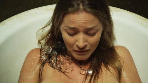 孕妇旅游住黑店,醒来发现躺在浴缸里,看了一眼肚子后崩溃了