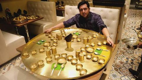 印度高种姓奢华套餐,整套全铜餐具,逼格直上云霄啊。。。