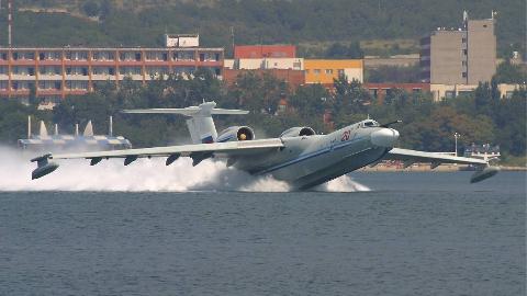 【讲堂478期】绰号信天翁,背负式发动机,苏联A-40水路两栖飞机为何仅生产两架
