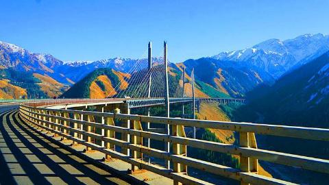 国外网友评论只有中国人才能建造如此壮观的桥梁和基础设施!