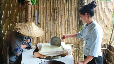 一盆黄豆,农村姑娘在家自制豆腐全过程,做法原来如此简单