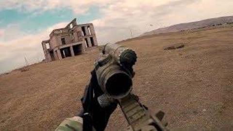 头盔摄像机记录格鲁吉亚特种部队城市作战训练