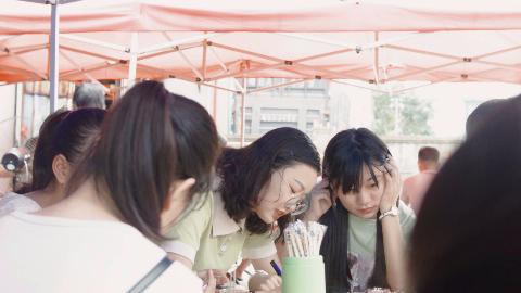 真实的打工妹, 在深圳,有吃不完的猪脚饭,数不尽的快餐店