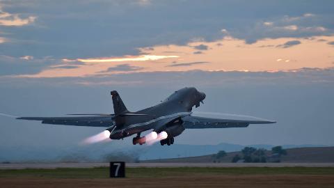 B1 轰炸机的精彩投弹瞬间