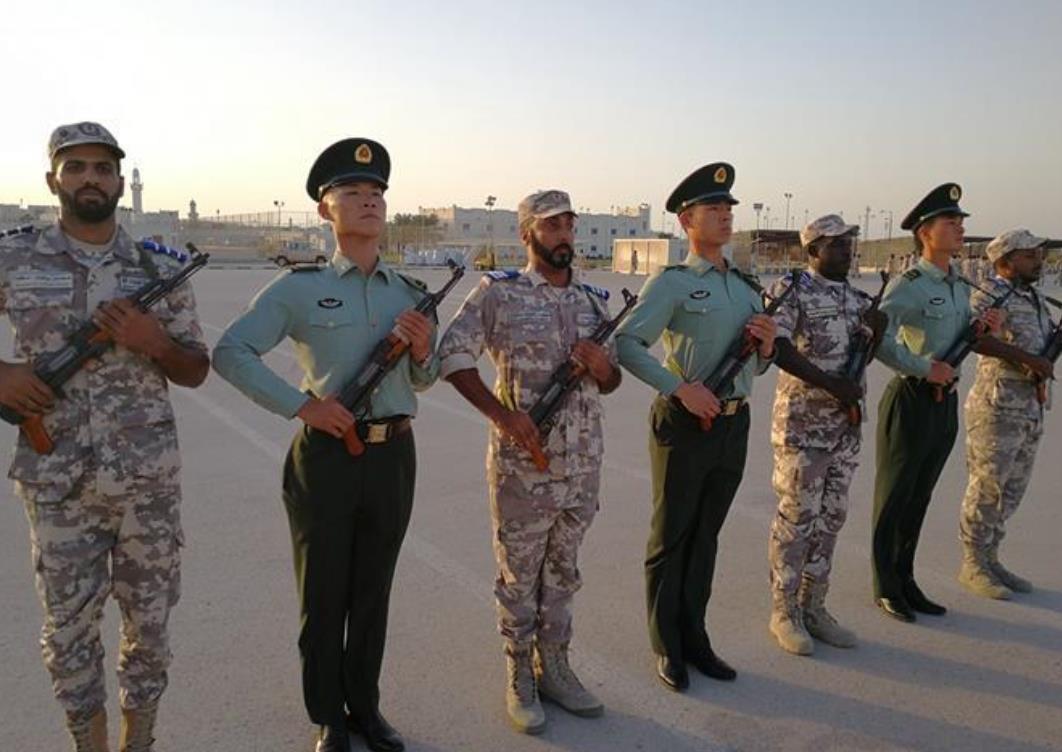 中东解放军!卡塔尔阅兵亮相中国式正步,美国网友:服了